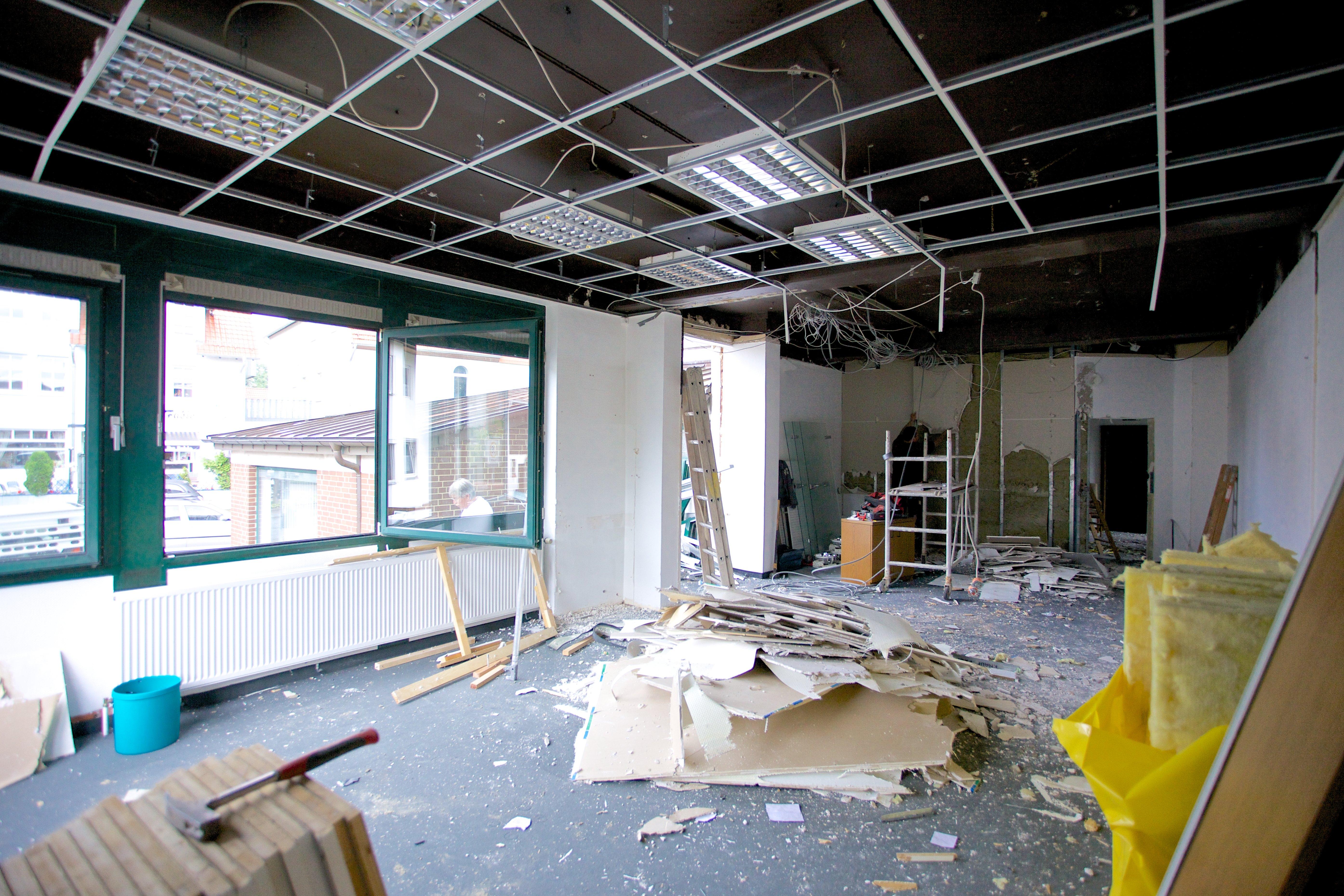 Die neuen Räume werden für die Renovierung vorbereitet.